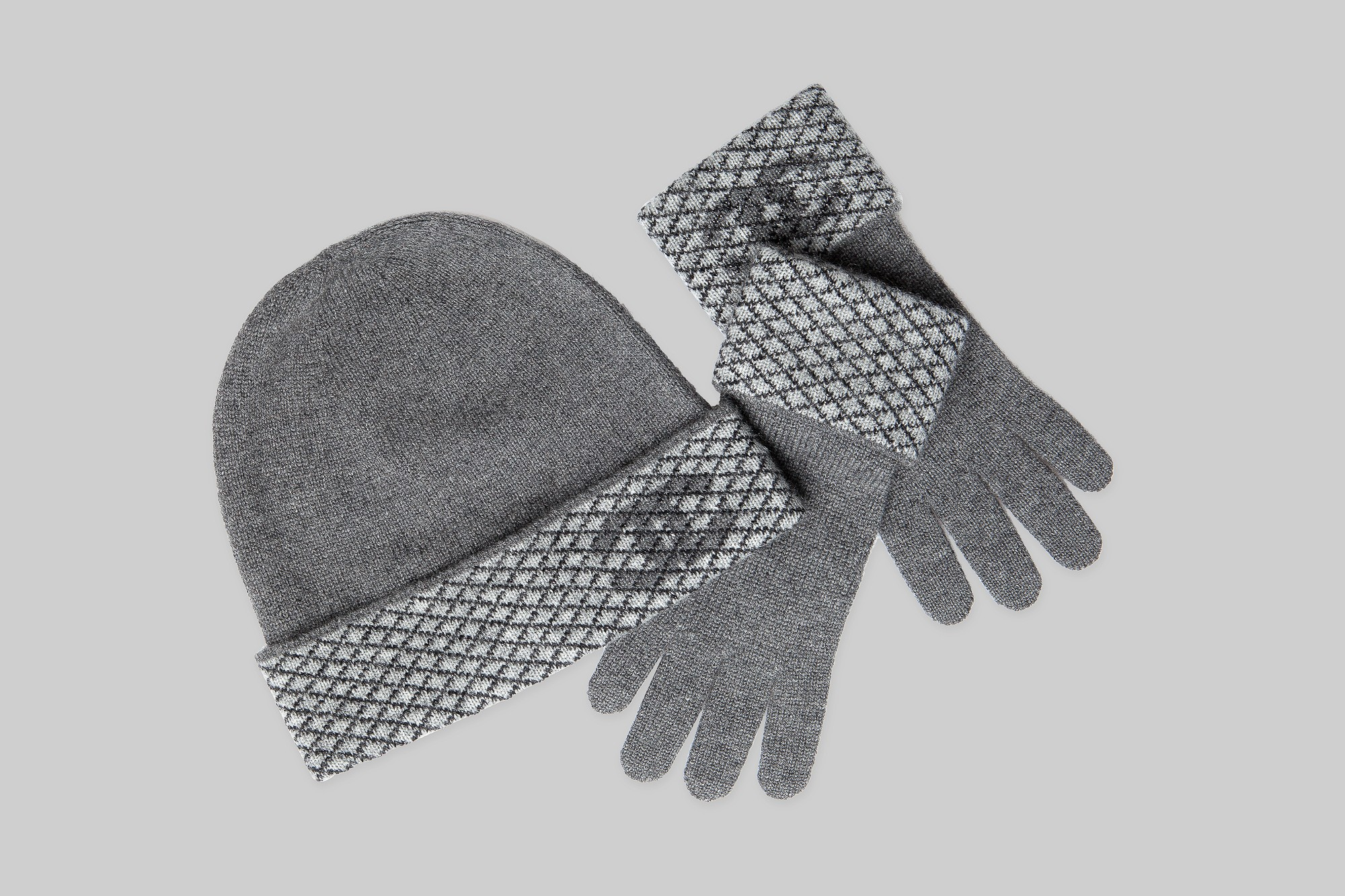 Grey cashmere hat, grey cashmere gloves CHANEL LINEA PIU LUXURY ITEMS