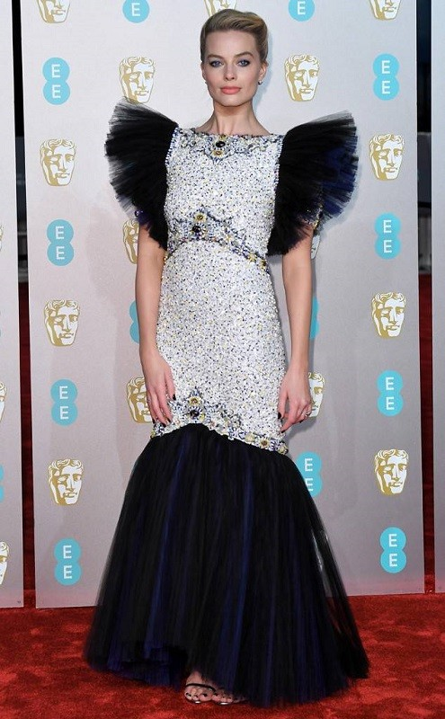 Margot robbie in a chanel haute couture tulle gown at the bafta