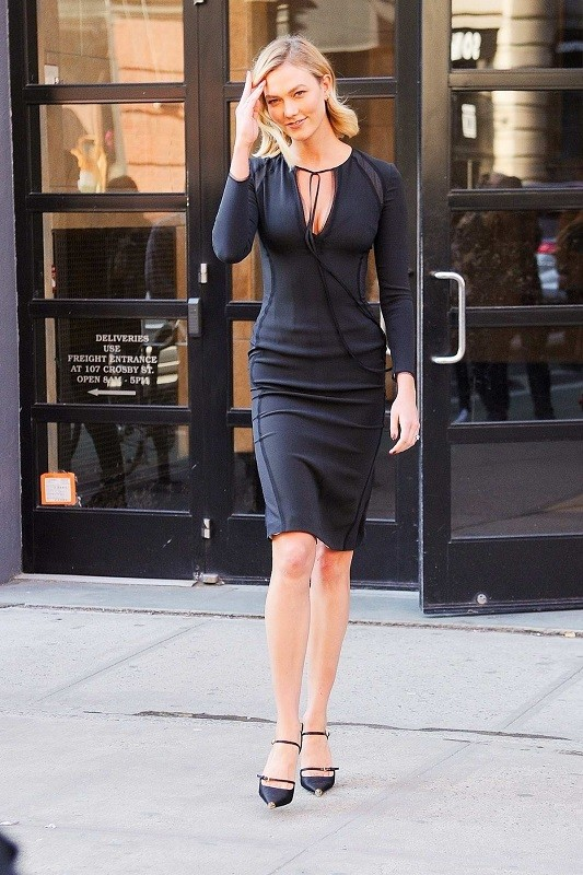 Karlie kloss dons a form fitting black dress as she heads to jimmy fallon in new york city 110319 1