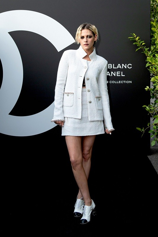 Kristen stewart in a white chanel suit