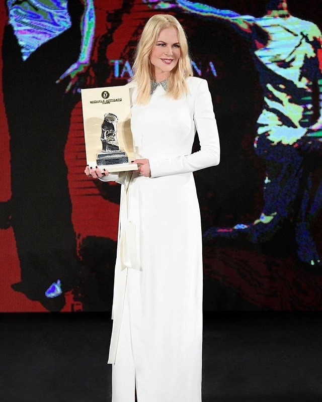 Nicole kidman  in a ermanno scervino white dress